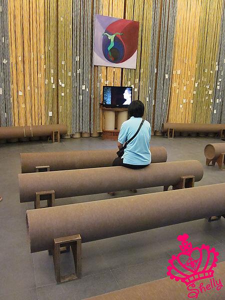 紙教堂-內部椅子I.jpg