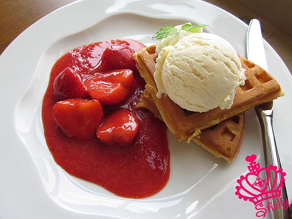 雲品-香草冰淇淋佐草莓醬鬆餅.jpg