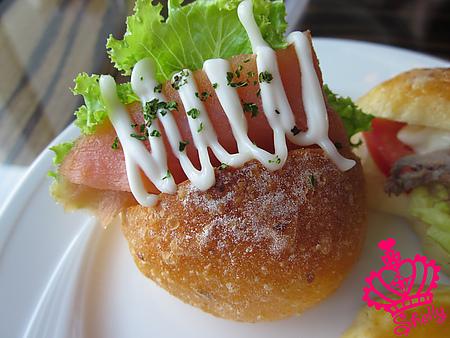 日月行館-燻鮭魚.jpg