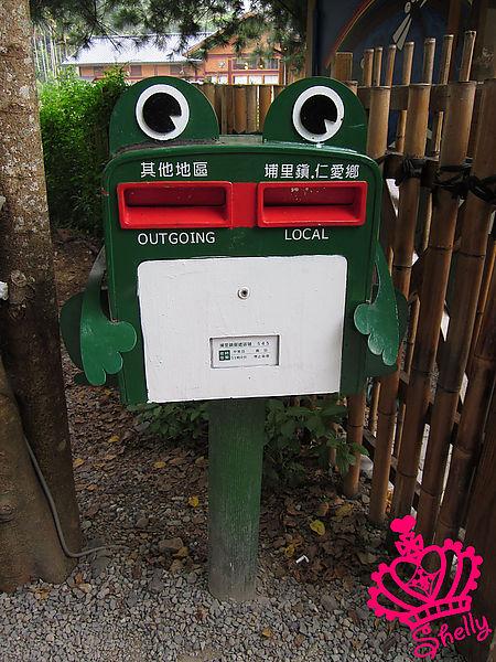 紙教堂-主角青蛙郵筒.jpg