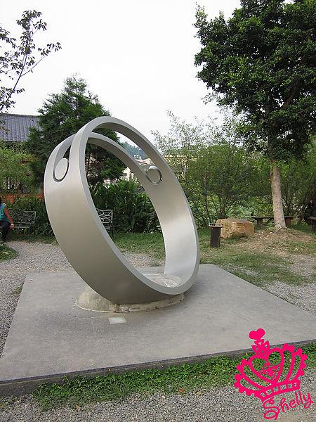 紙教堂-巨大戒指.jpg