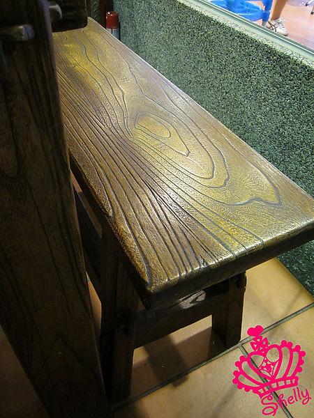木頭桌椅.jpg